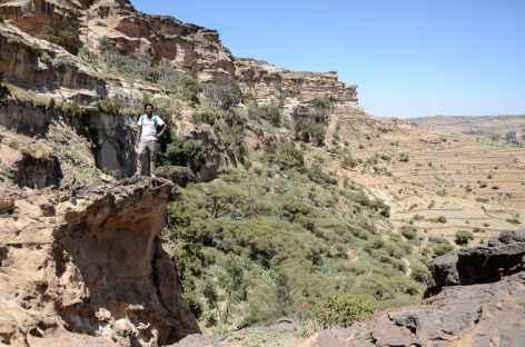 Vers l'église-grotte de Mikaël Debre Salam, massif de l'Atsbi - Ethiopie -