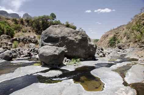 Rafraîchissement dans les vasques de la rivière Ansiya, massif du Simien - Ethiopie -