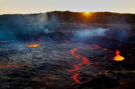 Volcan Erta Ale au lever du soleil, dépression du Danakil - Ethiopie -