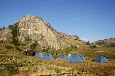 Campement dans la région de la montagne Somaina, pays betsileo - Madagascar -