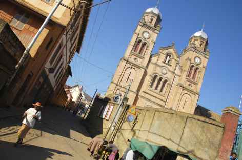 Ville haute de Fianarantsoa et sa cathédrale - Madagascar -