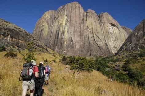 Sous la falaise du Tsaranoro - Madagascar -
