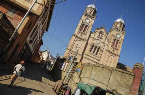 Cathédrale et ville haute de Fianar - Madgascar -
