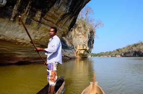 Pirogue sur le fleuve Manambolo - Madagascar -