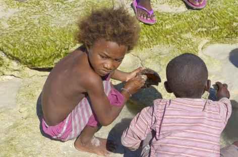 Sur la plage vers Andavadoaka - Madagascar -