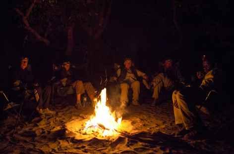 Soirée au coin de feu, proche de notre camp de brousse - Botswana -