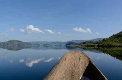 Canoë sur le lac Mutanda - Ouganda -