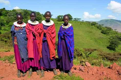 Jeunes filles masaï au dessus du lac Natron - Tanzanie -