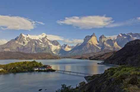 Panorama sur le massif du Paine et le lac Pehoe - Chili -