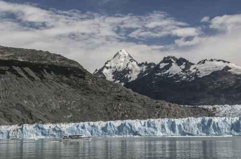 Navigation sur le lac Argentino, approche du glacier Upsala - Argentine -