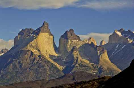 Les Torres del Paine au soleil couchant - Chili -