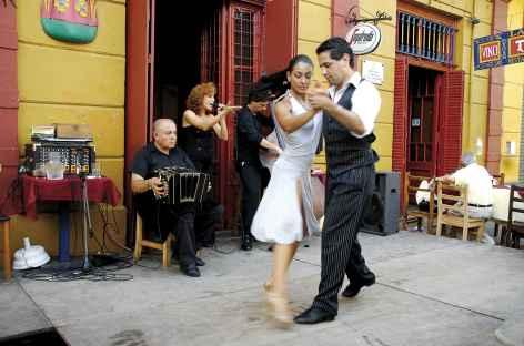 Un air de tango dans les rues de la Boca à Buenos Aires - Argentine -