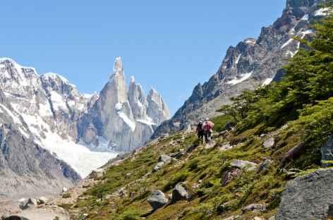 Parc national des Glaciers, marche face au Cerro Torre - Argentine -
