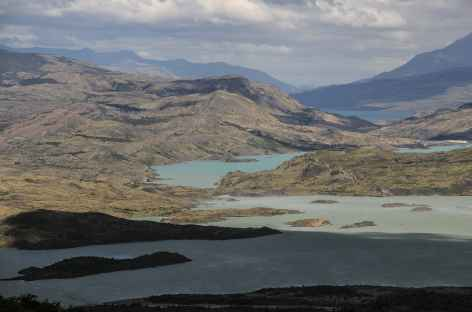 Parc national Torres del Paine, vue sur les lacs Pehoe et Nordenskjold - Chili -