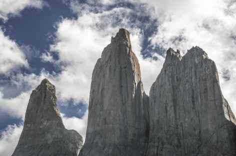 Parc national Torres del Paine, plein cadre sur les 3 tours du Paine - Chili -
