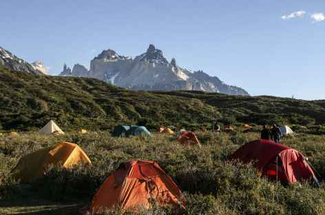 Parc national Torres del Paine, camp au lac Pehoe - Chili -