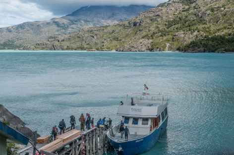 Embarquement pour la traversée du lac O Higgins - Chili -