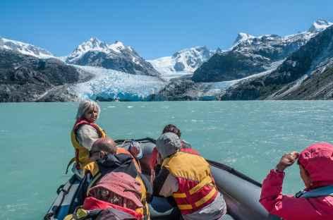 Navigation sur le lac Leones face au glacier - Chili -