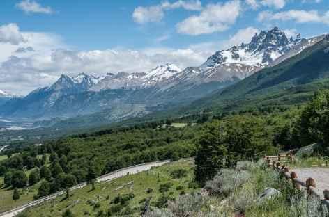 Belle route au pied du Cerro Castillo - Chili -