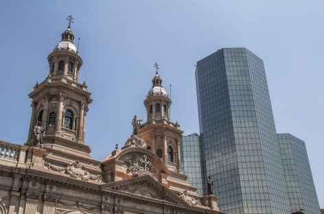 Santiago, cathédrale et architecture moderne - Chili -