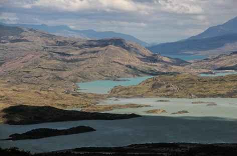Torres del Paine, vue sur les lacs Nordenskjold et Pehoe - Chili -