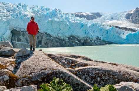 Camp de rêve au bord du lac et du glacier Leones - Chili -