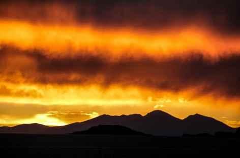 Le soleil se couche sur le Salar d'Uyuni - Bolivie -