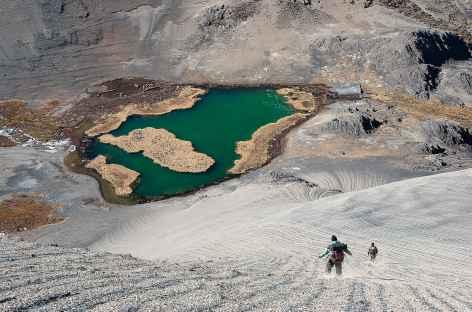 Cordillère Royale, descente sur la lagune Chiscacalliuani  - Bolivie -