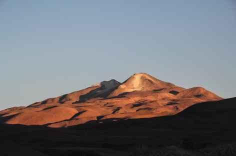 Coucher de soleil sur le volcan Uturuncu depuis le village de Quetena - Bolivie -