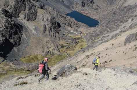 Beau chemin en balcon de retour du Mururata - Bolivie -