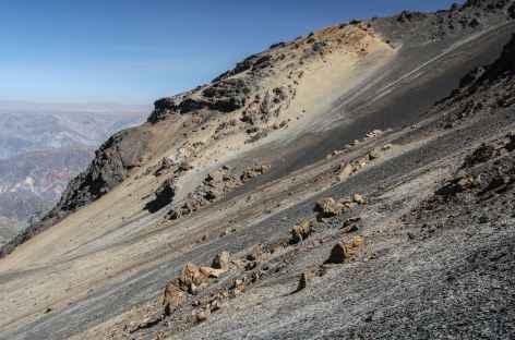 Paysage lunaire en chemin vers le camp de base de l'Illimani - Bolivie -