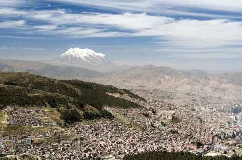 La ville de La Paz dominée par l'Illimani - Bolivie -
