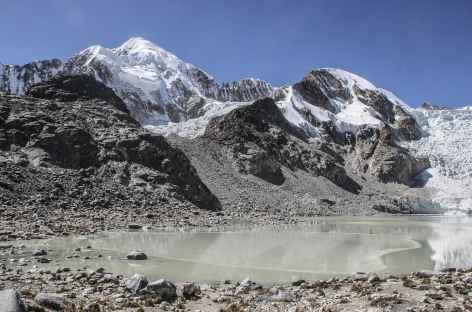 Cordillère Royale, la laguna Glaciar au pied de l'Illampu - Bolivie -