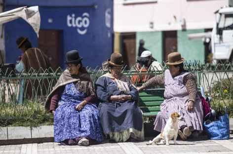 La Paz, bavardage entre cholitas -