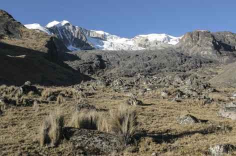 Cordillère Royale, en descendant à Mina Susana au pied du massif de l'Ancohuma - Bolivie -