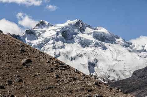Cordillère Royale, plein cadre sur un haut sommet - Bolivie -