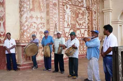 Musiciens locaux à l'entrée de San Javier - Bolivie -
