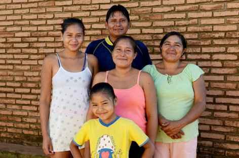 Une sympathique famille guaraya à Urubicha - Bolivie -