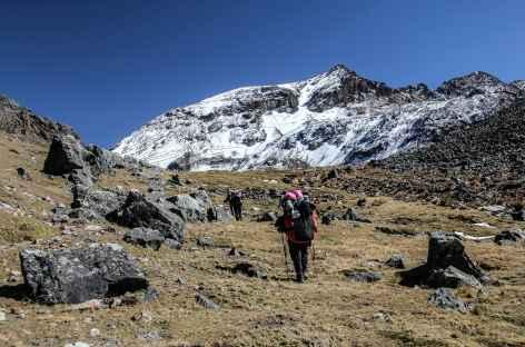 Marche dans la vallée de la lagune Altarani - Bolivie -