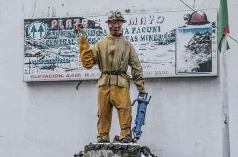 Statue d'un mineur au village de Pacuni - Bolivie -