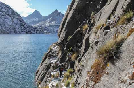Passage au bord de la lagune Chatamarca - Bolivie -