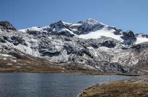 Paysage glaciaire au bord de la lagune Altarani - Bolivie -