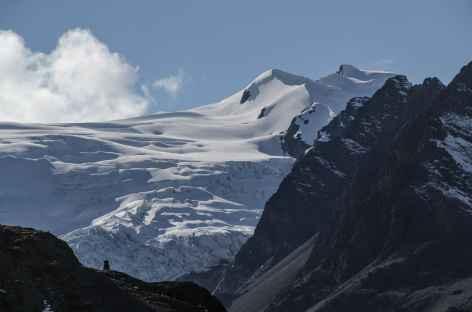 Beau sommet glaciaire dans le vallon Cololo - Bolivie -