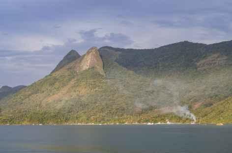 Vue sur le Pain de Sucre depuis le fjord Mamangua - Brésil -