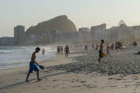 Rio, sur la plage de Copacabana - Brésil -