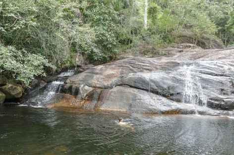 Baignade dans une cascade secrète - Brésil -