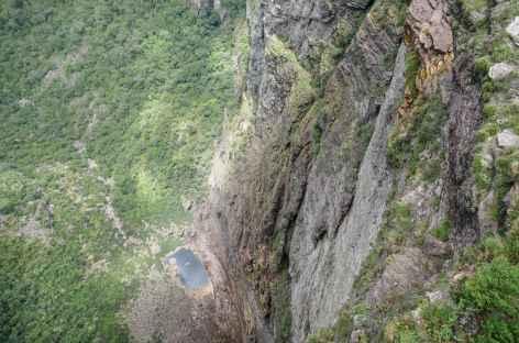 Vue plongeante sur le canyon la cascade de Fumaca dans la Chapada Diamantina - Brésil -