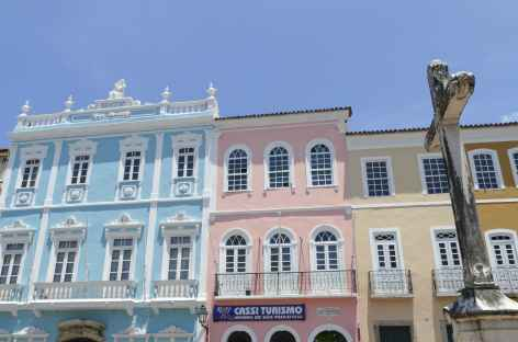 Salvador de Bahia, façade colorée dans le quartier du Pelourhino - Brésil -