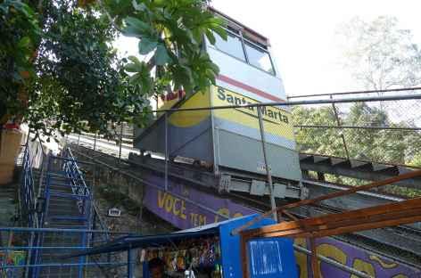 Rio, funiculaire dans la favela Santa Marta - Brésil -