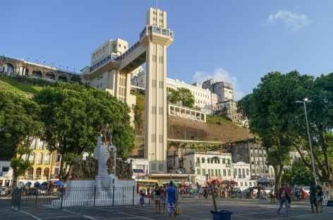 Salvador de Bahia, vue sur l'escalier Art Déco de Lacerda - Brésil -